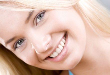 Bọc răng sứ lợi hại ra sao ?