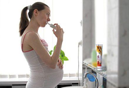 Cạo vôi răng khi mang thai được không?