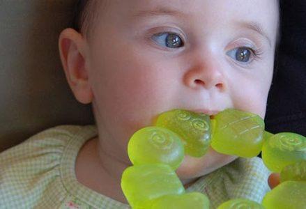 Mẹ nên làm gì để xua tan cảm giác khó chịu khi trẻ mọc răng?