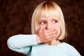 thói quen xấu gây hại cho răng của trẻ