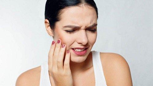 Làm gì khi răng khôn hàm dưới mọc lệch? 1