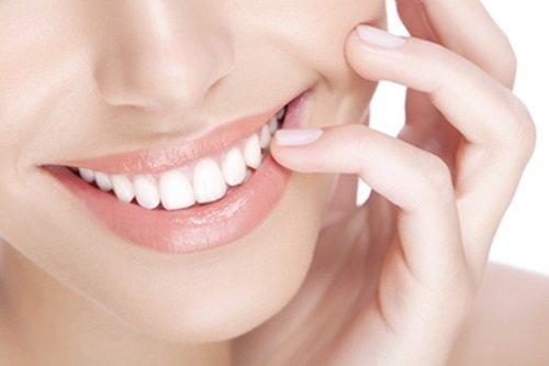 Nguyên nhân và cách khắc phục bọc răng sứ bị thâm lợi 2