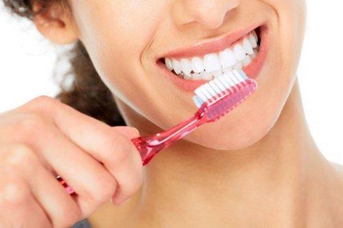 Cách khắc phục tình trạng răng sứ bị xỉn màu 3