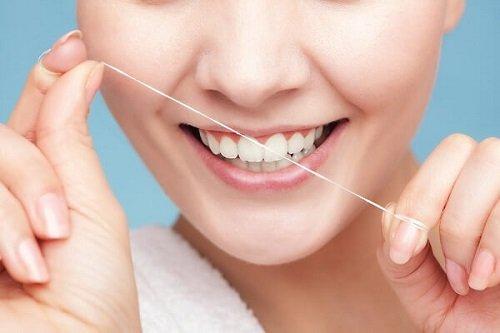 Trồng răng sứ có bị hôi miệng không? Cách chăm sóc răng đúng cách 3