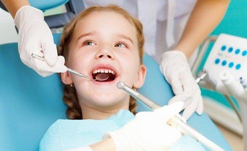 Trám răng cửa bị mẻ bao nhiêu tiền? 3
