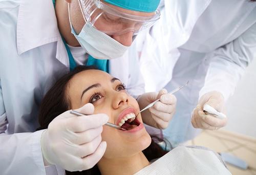 Cắm vít niềng răng bị sưng - Nguyên nhân cụ thể 4